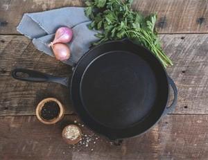 https://www.dinsenmetal.com/Cookware